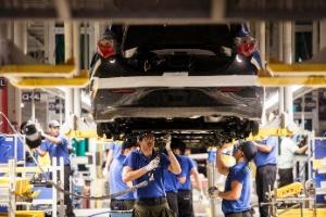Produção industrial no Brasil sobe em março, mas tem queda de 3,3% no ano