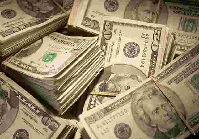 Dólar anula perdas da véspera e fecha em alta