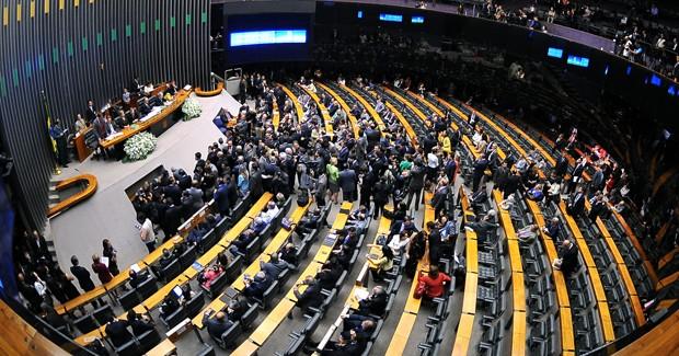 Governo e base aliada fecham acordo para manter multa do FGTS