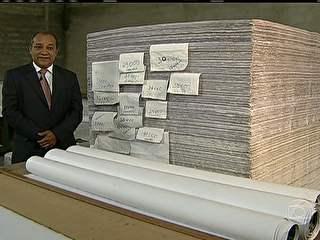 Livro gigantesco demonstra o peso e a complexidade da carga tributária