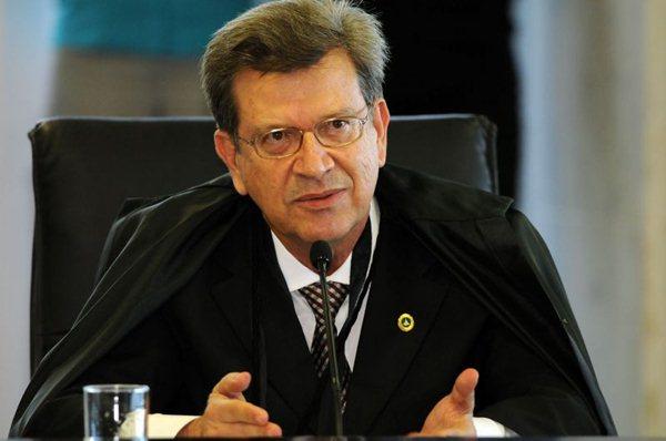 Liminar supende nomeação e subsídios de Conselheiro do TCDF