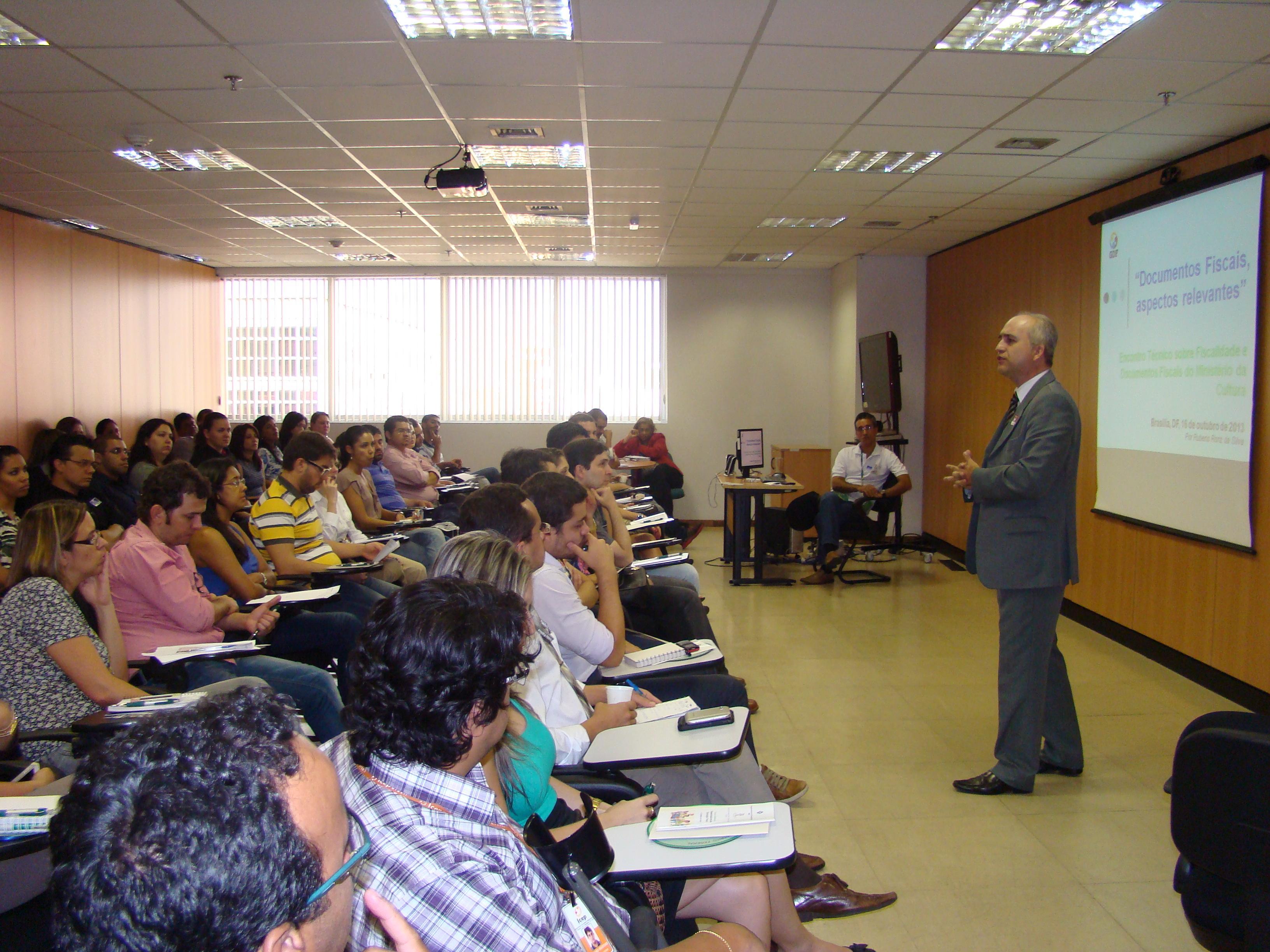 Universidade de portas abertas para o Fisco