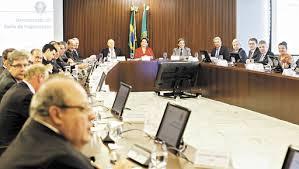 De olho nas urnas, Dilma afaga empresas com desoneração da folha