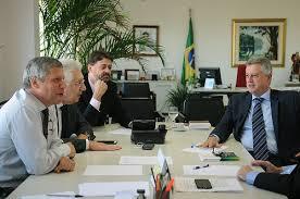 Executivo discute meios para desburocratizar a vida dos empresários no DF