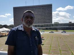 Sem reajuste salarial, 5 mil terceirizados do GDF aprovam paralisação