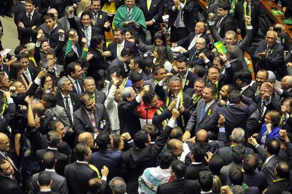 Processo de impeachment da presidente Dilma Rousseff é aprovado na Câmara