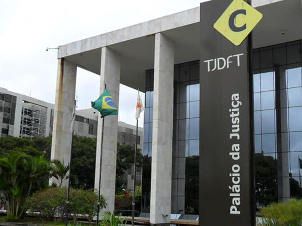 TJ determina fim de incorporação a salários de 21 mil servidores do GDF