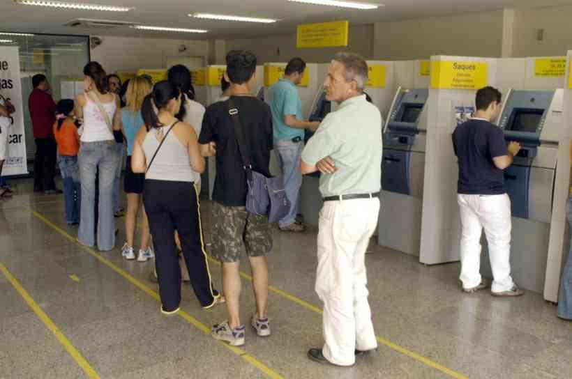 Coronavírus: bancos públicos e privados voltam a abrir no Distrito Federal
