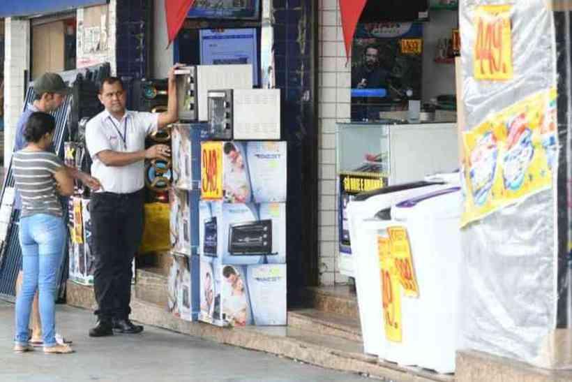 Ministério Público questiona GDF sobre reabertura de comércios