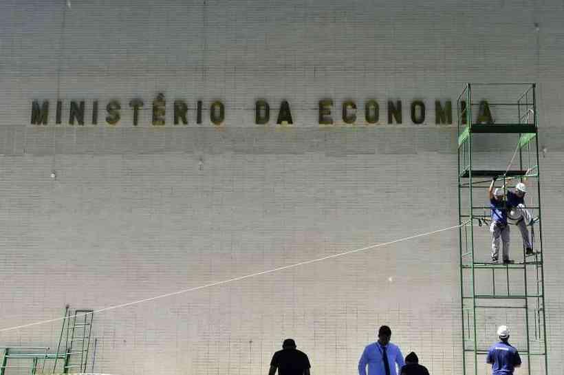LDO: Governo federal prevê salário mínimo de R$ 1.079 em 2021