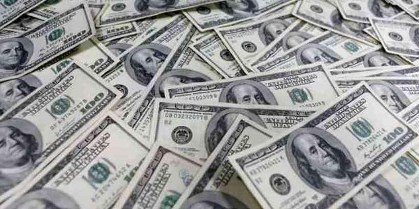 Bolsa cai 5,45% e dólar sobe 2,33% após saída de Moro