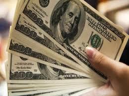 Dólar opera em alta e se aproxima de R$ 5,30; Bolsa tem queda